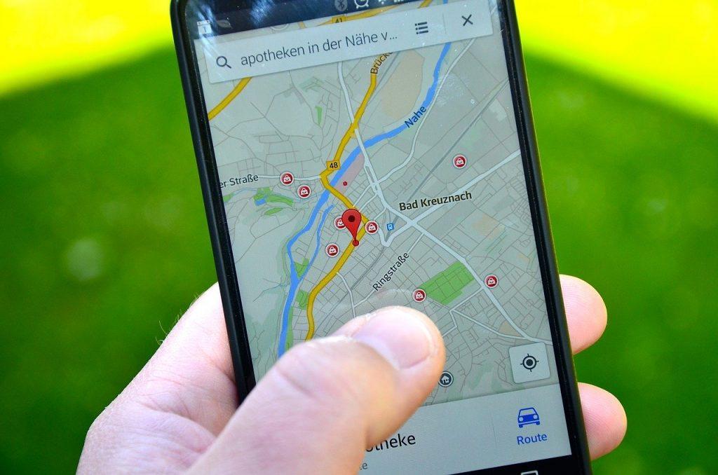 Lokalizacja smartfonów ma wyregulować transport publiczny. Czy to jednak dobre posunięcie ze strony Hiszpanii? (fot. Pixabay.com)
